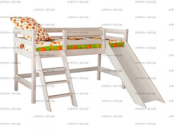 Кровать-чердак низкая Соня14 с наклонной лестницей и горкой массив